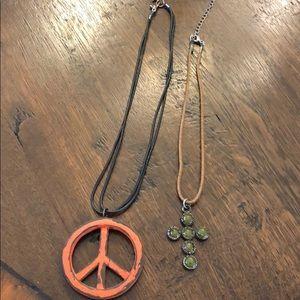 Necklace bundle of 2 costume jewelry